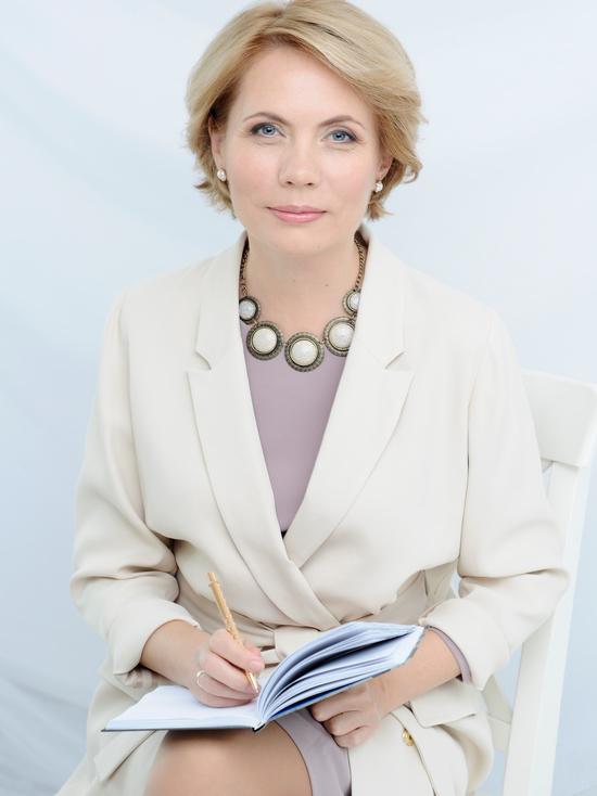 Лидия Ионова — известный врач-диетолог, автор собственной методики похудения и книг  «Здоровые привычки. Диета доктора Ионовой» и«Здоровые рецепты доктора Ионовой»