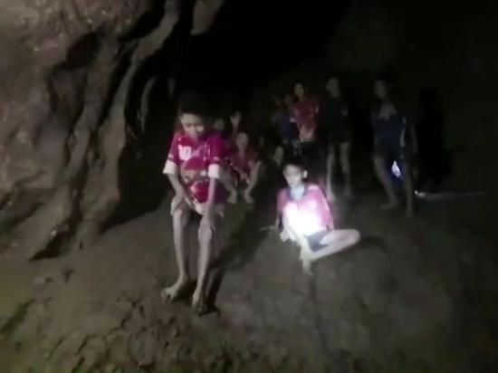 В кромешной темноте: подробности уникальной операции по спасению тайских школьников