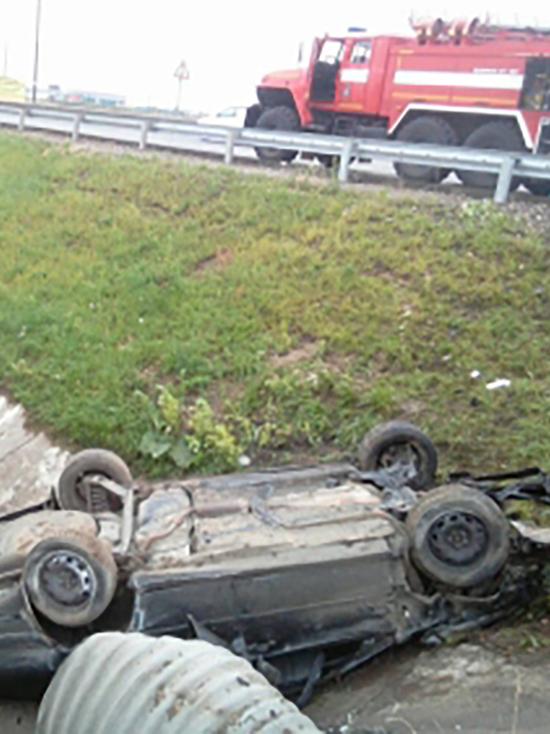 В Тверской области перевернулась легковушка, есть пострадавший