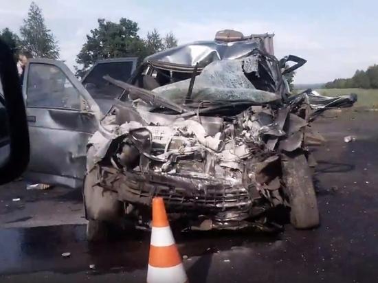 Один человек погиб и пятеро пострадали в аварии на трассе в Чувашии