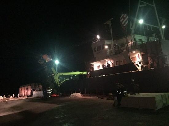 В Татарстане при падении крана на судно в порту пострадал один человек