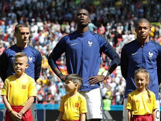 Юный чебоксарец вывел на поле знаменитого футболиста