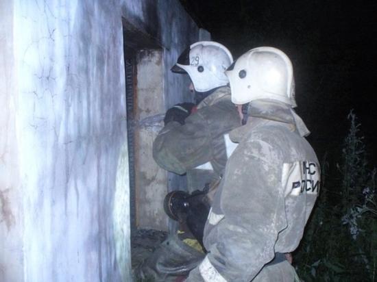 Ночью шестеро пожарных тушили дом в Ефремове