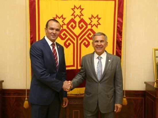 Игнатьев наградил Минниханова орденом «За заслуги перед Чувашской Республикой»