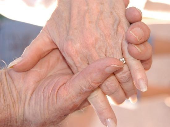 Дворец торжеств в Сургуте стал местом праздника для пар-долгожителей