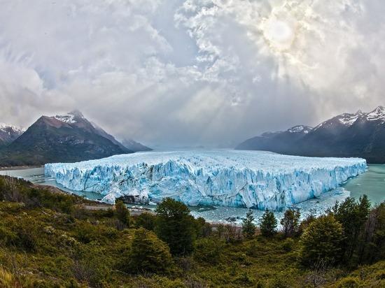 От Гренландии откололся шестикилометровый айсберг: опубликована завораживающая видеозапись