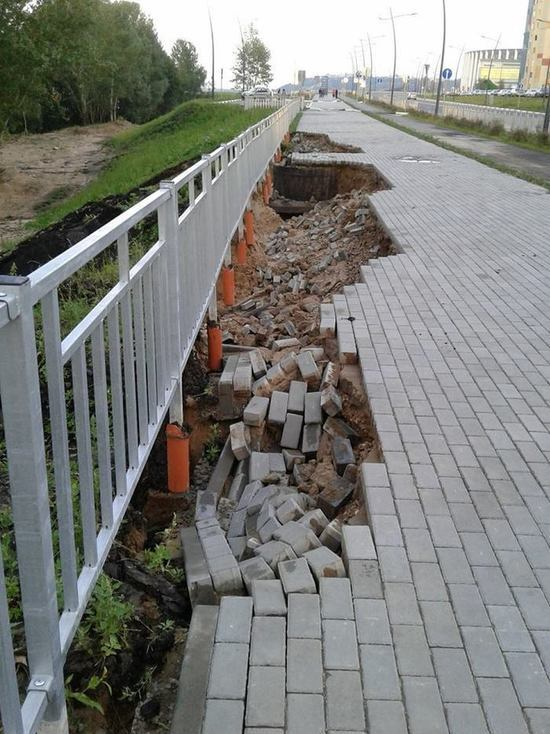 Отремонтированную Волжскую набережную размыло дождем