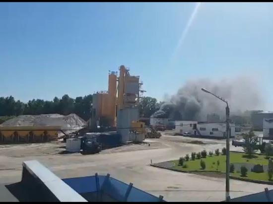 Названа причина пожара на территории битумного завода в Барнауле
