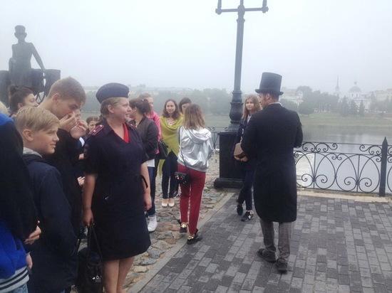 В квест сыграли тверские полицейские с подростками и встретились с Пушкиным