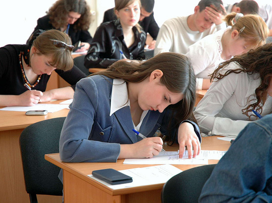 Несколько саратовских выпускников махнули «два по сто»
