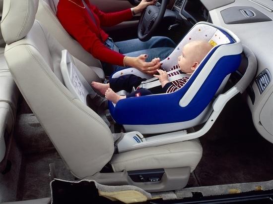Половина россиян безразлично относится к перевозке детей без автокресла