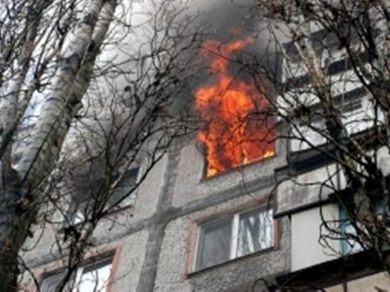 В Элисте в многоэтажке загорелся балкон