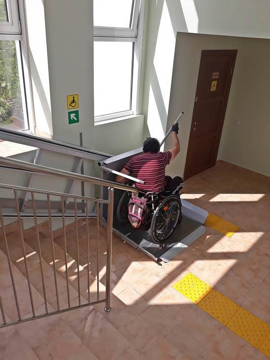 Доступная среда: колясочник посетил новую музыкальную школу в Севастополе