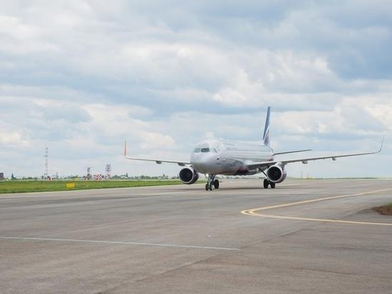 Самолет, летевший вВолгоград, сел вАстрахани из-за сильного ветра