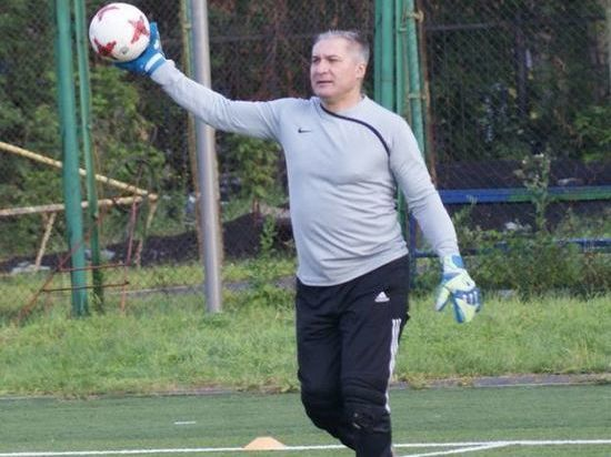Вратарь скончался вовремя футбольного матча вБарнауле
