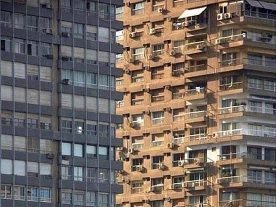 Необычный снимок вызвал бурный спор в Сети: какое здание ближе