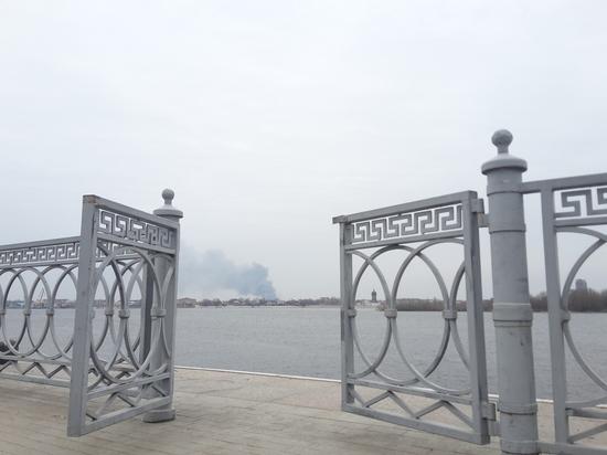 Астраханские власти продолжают бороться с пожарами