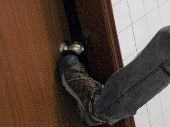 Сериальные страсти кипят в Новомосковске: парень вломился к «бывшему» своей возлюбленной