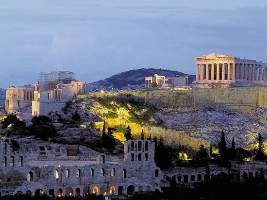 Греция высылает российских дипломатов за вмешательство во внутренние дела