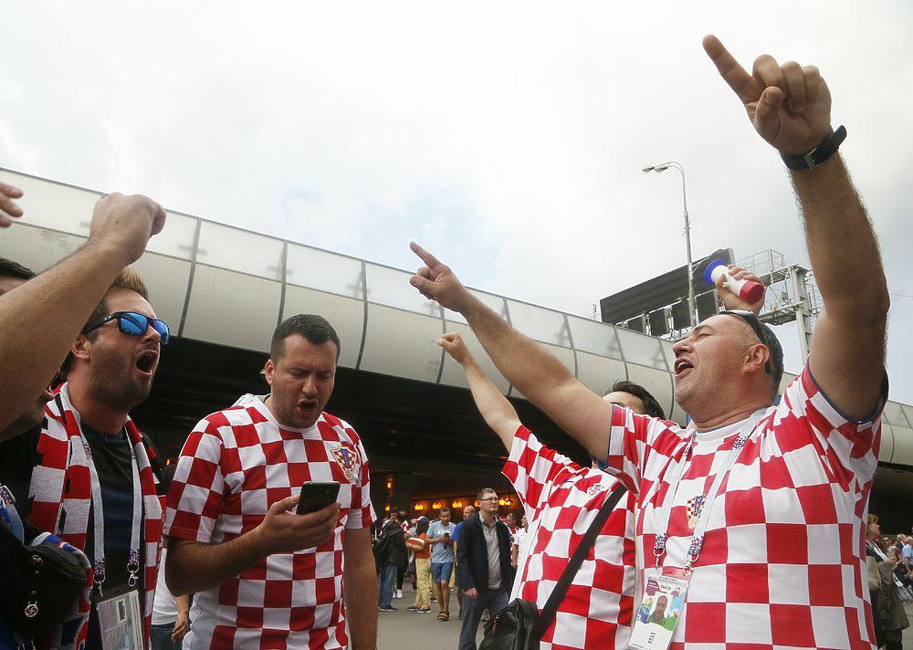 Хорватские болельщики, сытые и пьяные: фанаты зажгли в Москве