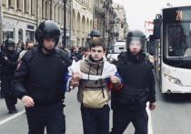Победителей школьных олимпиад лишили премий за участие в протестных акциях