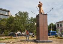 В Трусовском районе продолжается благоустройство скверов Дзержинского и Строителей