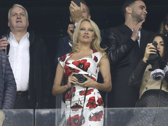 СМИ: Памела Андерсон согласилась выйти замуж за футболиста сборной Франции