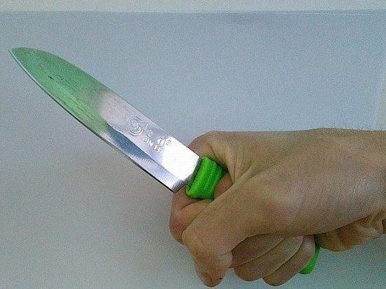 Жителя Владивостока ранили ножом в подъезде