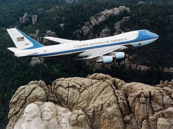 Трамп заявил о желании перекрасить борт номер один