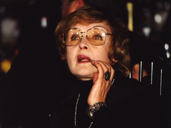 Ада Роговцева: Сенцову мучительно заливают еду через нос