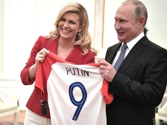 Президент Хорватии подарила российскому лидеру футболку с надписью PUTIN