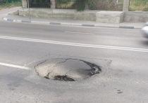 Воронежских автомобилистов предупредили о глубокой яме на Массалитинова