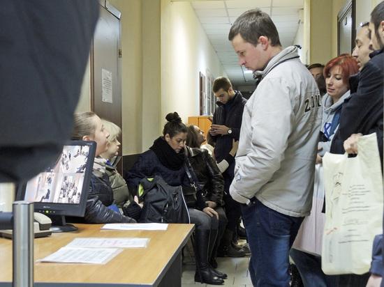 Как мигрантам пробиться в Россию, которая «больше отсекает, чем привлекает»