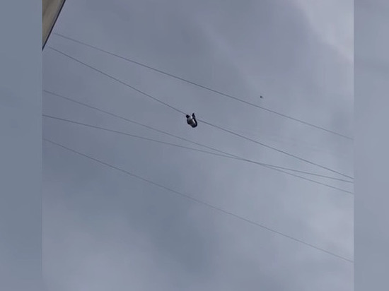 ВоВладивостоке человек упал свысоты девятого этажа