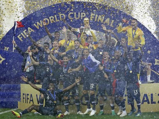 Счастливые игроки сборной Франции сорвали пресс-конференцию после финала ЧМ-2018