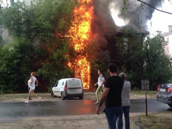 В Нижнем Новгороде сгорел деревянный дом на улице Менделеева