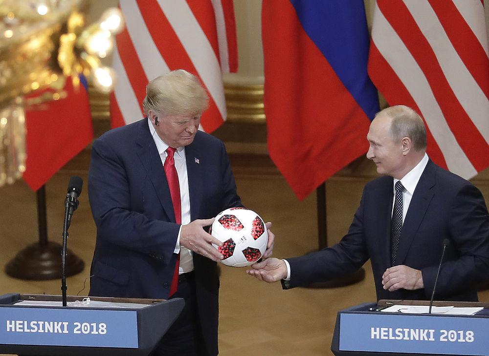 Выражения лиц Путина и Трампа в Хельсинки: читаем мимику