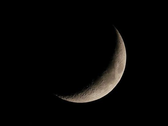«Подземную базу инопланетян» заметили на Луне уфологи
