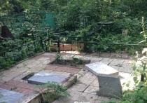 Банда вандалов нападает на могилы Гусинобродского кладбища и грабит их