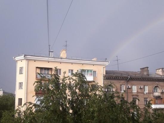 Волгоградцы радуются радуге после дождя