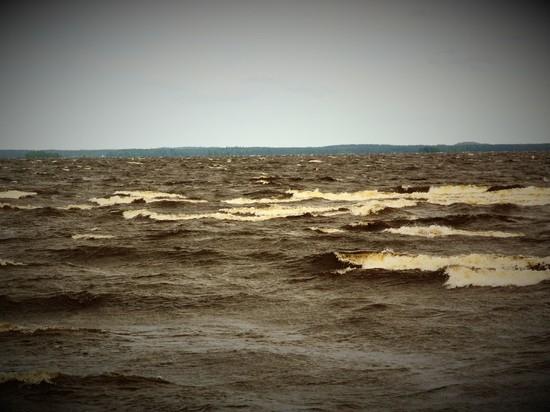 Молодые супруги погибли при опрокидывании лодки вКарелии