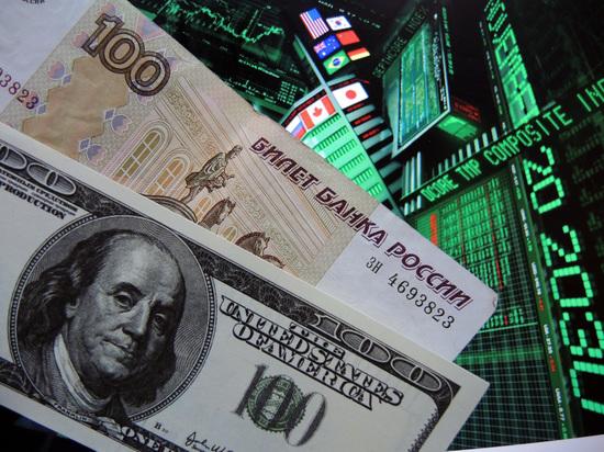 Курсы доллара и евро выросли почти на рубль за полчаса