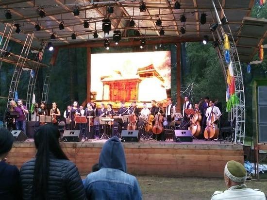 В Туве завершился международный фестиваль живой музыки и веры «Устуу-Хурээ-2018»