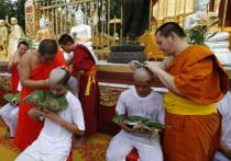 Члены подростковой футбольной команды, вызволенные из затопленной пещеры в Таиланде, были пострижены в буддийские послушники
