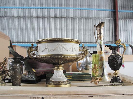 125 редчайших предметов антиквариата из Европы находилось в фуре, которую задержали областные таможенники