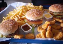 - Смотрите, какая аппетитная картошечка и как призывно смотрит на вас бургер! – говорю я сотрудникам «Московского комсомольца» и уже в глазах вижу, что соблазнить не удастся