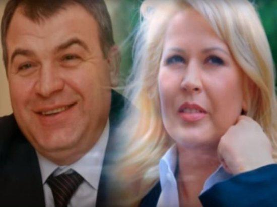 Сердюков уклончиво ответил на вопрос о свадьбе с Васильевой