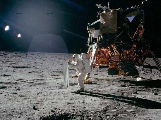 Россияне не верят, что американцы летали на Луну, показал опрос