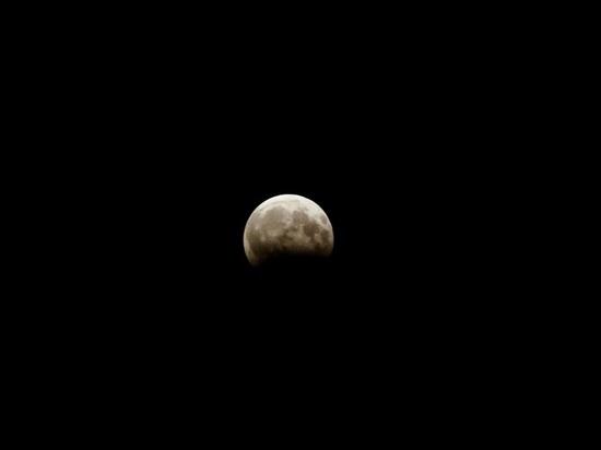 Полное лунное затмение и противоборство Марса увидят граждане Алтайского края