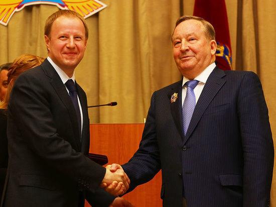 Виктор Томенко первым из претендентов сдал подписи всвою поддержку